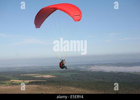 Frankreich, Bretagne, finistere sud, menez hom, paysage, Panorama, depuis le sommet, parapente, loisirs aeronautiques, vol libre,