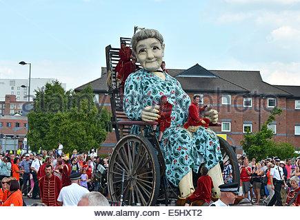 """""""Oma"""" Royal de Luxe-Giganten in Liverpool, Vereinigtes Königreich als Teil der 1. Weltkrieg hundertjährigen Erinnerungen - Stockfoto"""