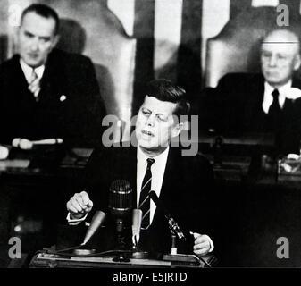US-Präsident John F. Kennedy auf einer gemeinsamen Sitzung des Kongresses fordert die Nation, die ein Mensch auf - Stockfoto