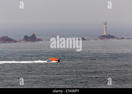 Air Sea Rescue; Rettungsboot; Langschiffe Leuchtturm; Lands End; Cornwall; UK - Stockfoto
