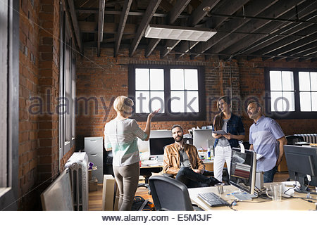 Geschäftsleute treffen im Büro - Stockfoto
