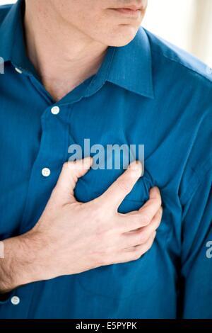 Mann mit einem Herzinfarkt. - Stockfoto
