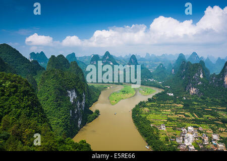 Karst Gebirgslandschaft in Xingping, Provinz Guangxi, China. - Stockfoto
