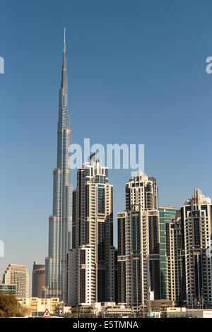 DUBAI, Vereinigte Arabische Emirate - 13 NOVEMBER: Moderne Gebäude in Dubai, am 13. November 2013, Dubai, Vereinigte - Stockfoto