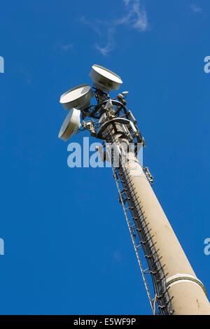 Sendemast mit Antennen, North Rhine-Westphalia, Deutschland - Stockfoto