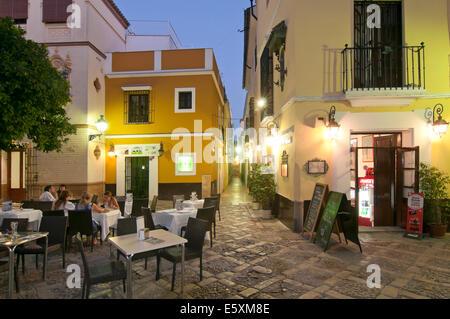 Viertel Santa Cruz, typisches Restaurant, Sevilla, Region Andalusien, Spanien, Europa - Stockfoto