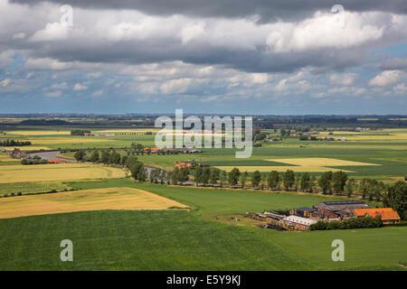 Luftaufnahme über die Polder und des Flusses Yser / IJzer in der Nähe von Diksmuide / Dixmude, West-Flandern, Belgien - Stockfoto