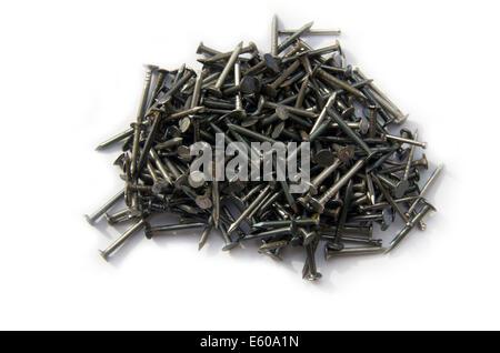 Schwarz Metallic Nägel auf dem weißen Hintergrund isoliert - Stockfoto