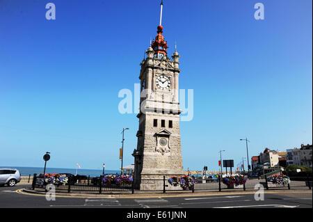 Margate Kent UK 7. August 2014 - Margate Strandpromenade Uhrturm - Stockfoto