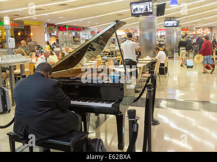 Jazz-Pianist, Hartsfield-Jackson Atlanta International Airport, Georgia, USA - Stockfoto