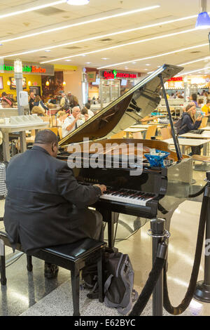 Jazz-Pianist, Hartsfield-Jackson Atlanta International Airport, Georgia, USA - Stockfoto