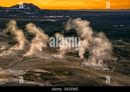 Geothermische heiße Quellen, Schlammlöcher und Fumarolen, Namaskard in der Nähe von See Myvatn, Northern, Island - Stockfoto