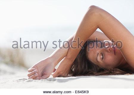 Frau am Strand - Stockfoto