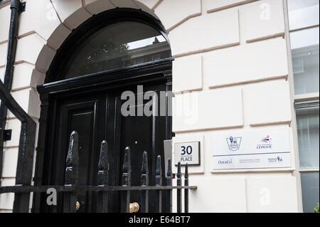Gloucester Place, London, UK. 14. August 2014. Mitglieder der The Football Supporters Föderation zusammen mit Fans - Stockfoto