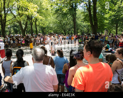 Massen im Central Park, New York - Stockfoto