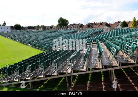 Bristol, UK. 14. August 2014. Montag August Bank Holiday 25., zusätzliche Sitzgelegenheiten ist für große Menschenmengen - Stockfoto