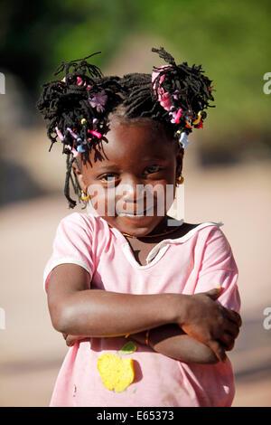 Junges Mädchen (5 Jahre) in einem Dorf der Casamance Bezirk, Senegal, Afrika - Stockfoto