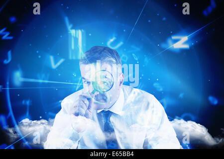 Zusammengesetztes Bild des fokussierten Geschäftsmann mit Lupen - Stockfoto