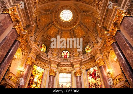 Innenansicht und Kuppel des Berliner Doms oder der Dom in Berlin, Deutschland, Europa - Stockfoto