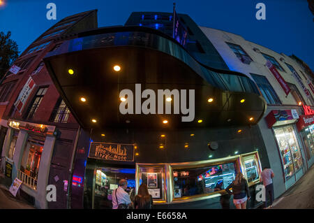 New York, NY Form 10. August 2014 - The Blue Note Jazz Club, mit Klavier Festzelt in Greenwich Village. © Stacy - Stockfoto