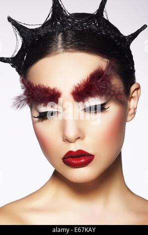 Glamour. Exzentrische Frau mit surrealen theatralische Balkons - Stockfoto