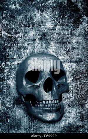 3D Totenkopf mit magischen Symbolen über einem Grunge Hintergrund - Stockfoto