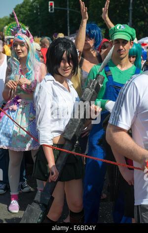 Teilnehmer am Karneval der Kulturen (Karneval der Kulturen), eines der wichtigsten städtischen Festivals in Berlin - Stockfoto