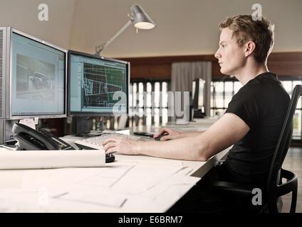 Architekt Planung auf einem Computer, Innsbruck, Tirol, Österreich - Stockfoto