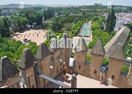 Blick vom Turm des Alcazar de Los Reyes Cristianos auch bekannt als Alcazar von Cordoba, Cordoba, Andalusien, Spanien - Stockfoto