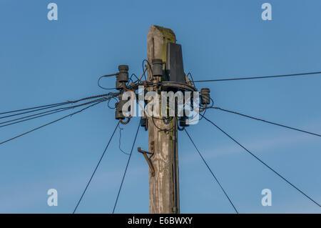 Telefonmast mit Drähten, England, UK Stockfoto, Bild: 33883501 - Alamy