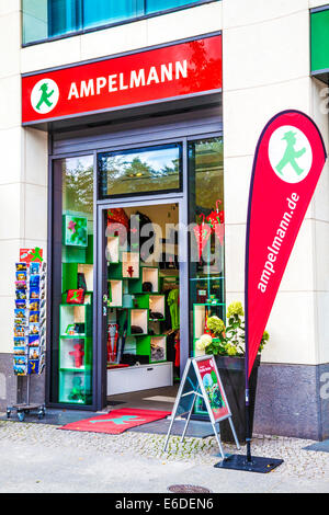Ein Ampelmann-Souvenir-Shop in Berlin. - Stockfoto
