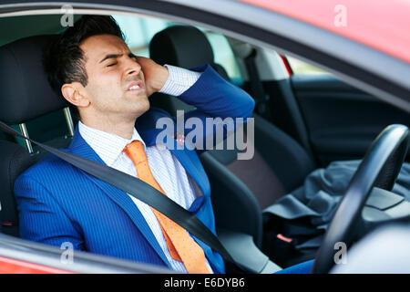 Steuerwagen der müde Mann - Stockfoto