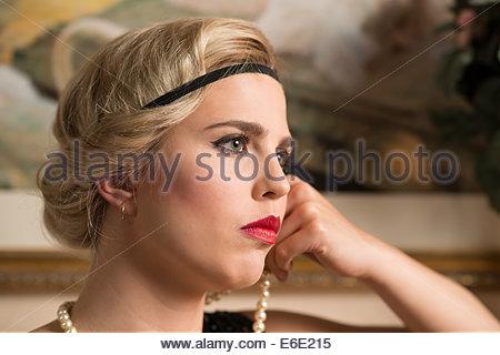 Schuss In Den Kopf Einer Frau Mit Einem 20er Jahre Frisur Und Tragt