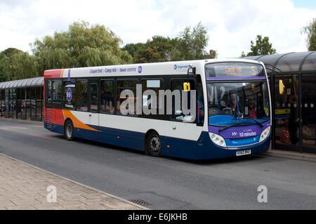 Postkutsche Nr. 5 Bus am Busbahnhof Nuneaton, Warwickshire, UK