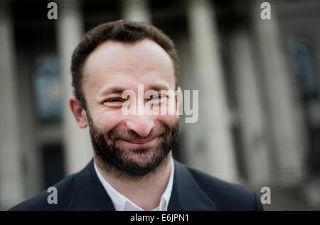 (Datei) - eine Archiv Bild vom, 19. März 2013, zeigt russischen Dirigent Kirill Petrenko, lächelnd, als er vor der - Stockfoto