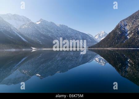 Plansee-See mit Mt Kohlbergspitze, Ammergauer Alpen, Tirol, Österreich - Stockfoto