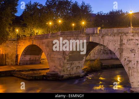 Ponte Cestio oder Ponte San Bartolomeo Brücke, Rom, Latium, Italien - Stockfoto