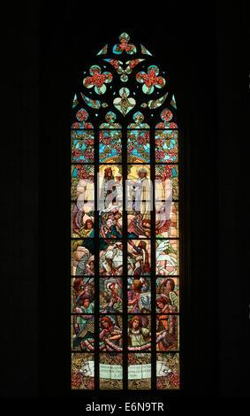 St.-Wenzels und der Jungfrau Maria. Glasfenster in der Kirche St. Barbara in Kutná Hora, Tschechische Republik. - Stockfoto