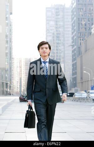 Unternehmer, die auf der Straße - Stockfoto