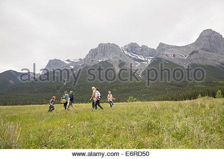 Familie Picknick im ländlichen Bereich - Stockfoto
