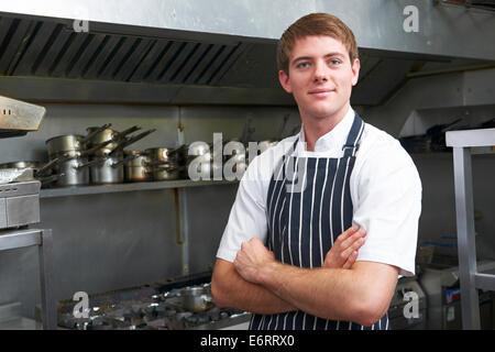 Porträt des Küchenchefs im Restaurant Küche - Stockfoto