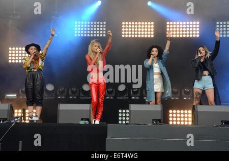 Fusion Festival, Birmingham, UK, Samstag, 30. August 2014, Neon Dschungel führt ihren Satz beim Fusion Festival - Stockfoto