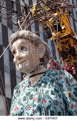 """[Großmutter Riese], Liverpool, """"Royal de Luxe"""" Marionette, [Erinnerungen an August 1914] - Stockfoto"""
