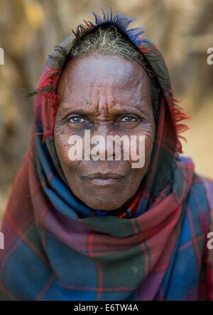 Close Up Gesicht des älteren Erbore Stamm Frau, Omo-Tal, Äthiopien - Stockfoto