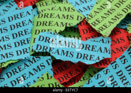 "Zerrissene Stücke aus farbigem Papier mit dem Wort ""Dreams"". Close-up. - Stockfoto"