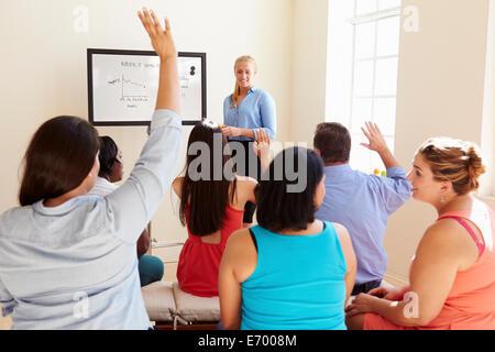 Gruppe von übergewichtigen Menschen, die Teilnahme an Diät Club - Stockfoto