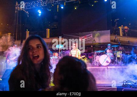 Jugendliche bei einem Pop-Konzert - Stockfoto