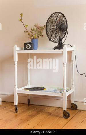 shabby chic servierwagen stockfoto bild 73196162 alamy. Black Bedroom Furniture Sets. Home Design Ideas