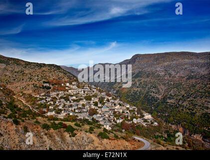 Syrrako Dorf, einer der schönsten griechischen Bergdörfern auf Tzoumerka Berge, Ioannina, Epirus, Griechenland - Stockfoto