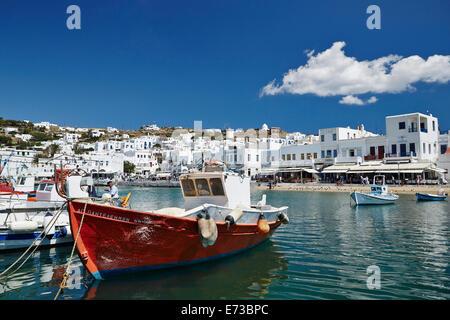 Angelboote/Fischerboote vertäut im Hafen, Mykonos-Stadt (Chora), Mykonos, Cyclades, griechische Inseln, Griechenland, - Stockfoto